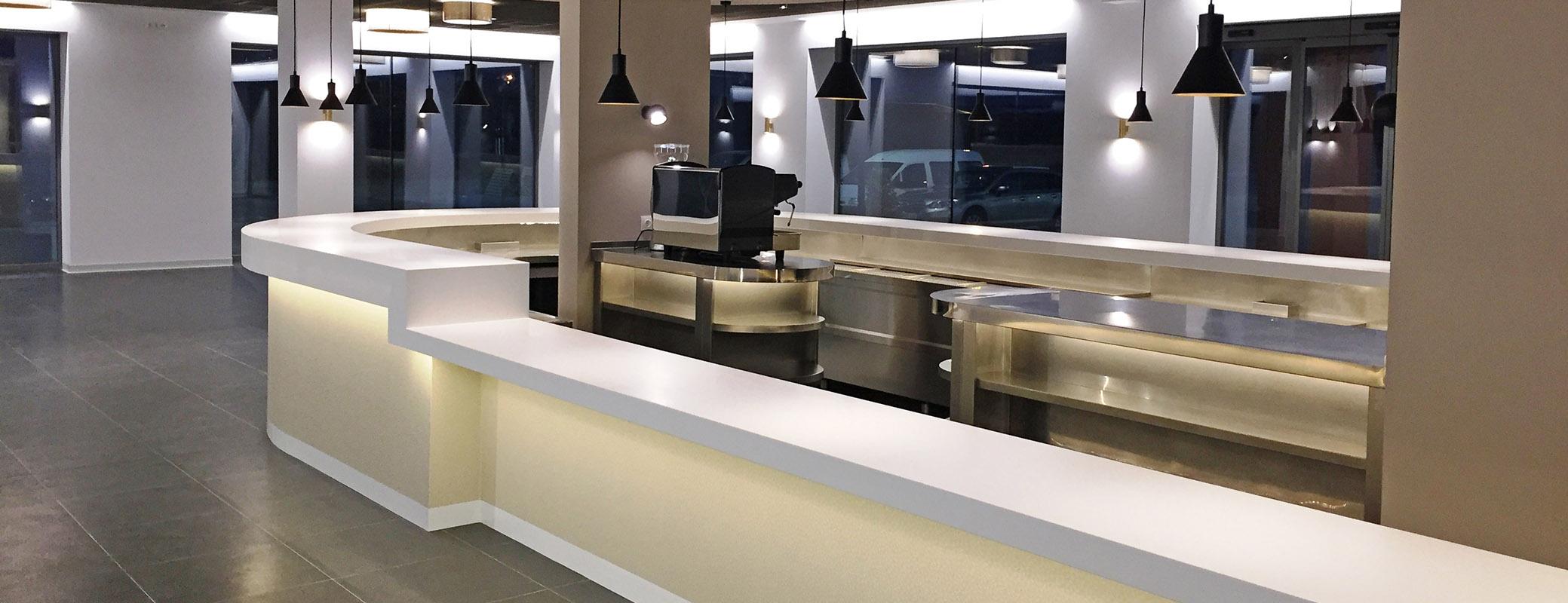 Mobiliario a medida para barras de hostelería, barras de bar de diseño en Krion