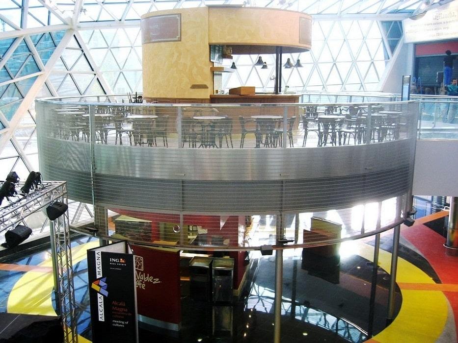 Fabicación y montaje de barandillas de acero para el centro comercial Alcala magna
