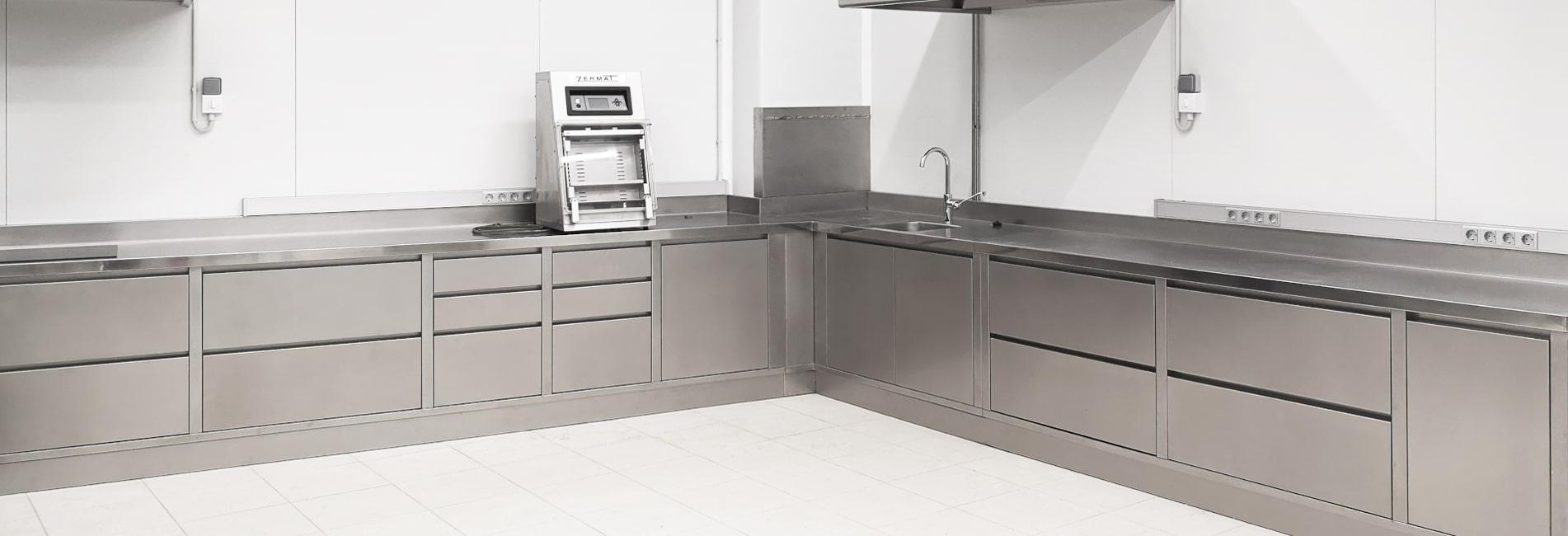 Muebles en acero inoxidable fabricados a medida para  nuevas instalaciones de APASA