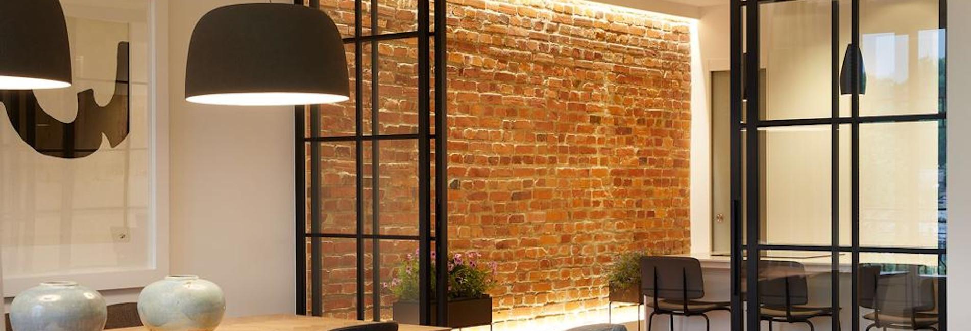 Puertas correderas realizadas en hierro y cristal para cerramiento de cocina