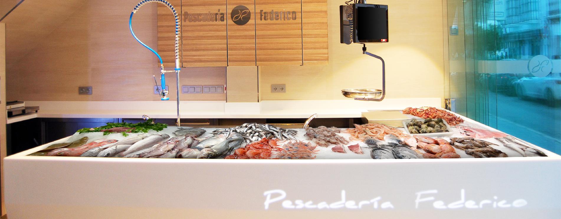 Cianco a conçu et fabriqué l'étal à poissons, façade et équipement de la poissonnerie Federico à Séville, combinat l'acier inoxydable et le Krion