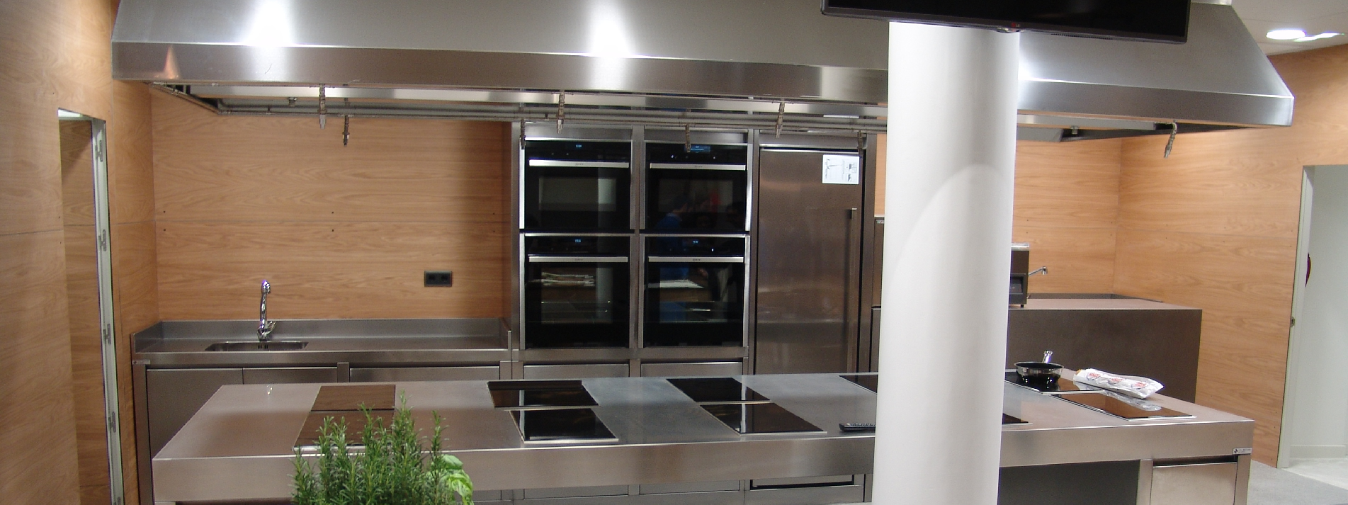 Cianco ha fabricado e instalado una nueva cocina profesional de acero inoxidable en el Hotel Maria Cristina
