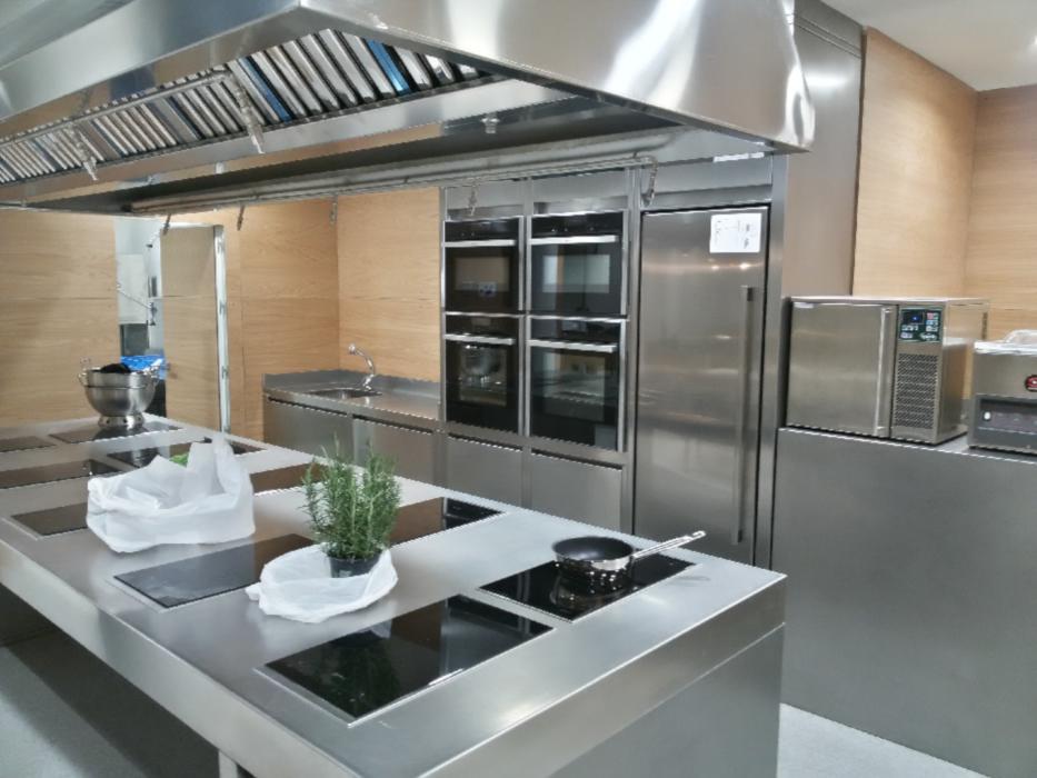 Cocina profesional de acero inoxidable en el Hotel Maria Cristina