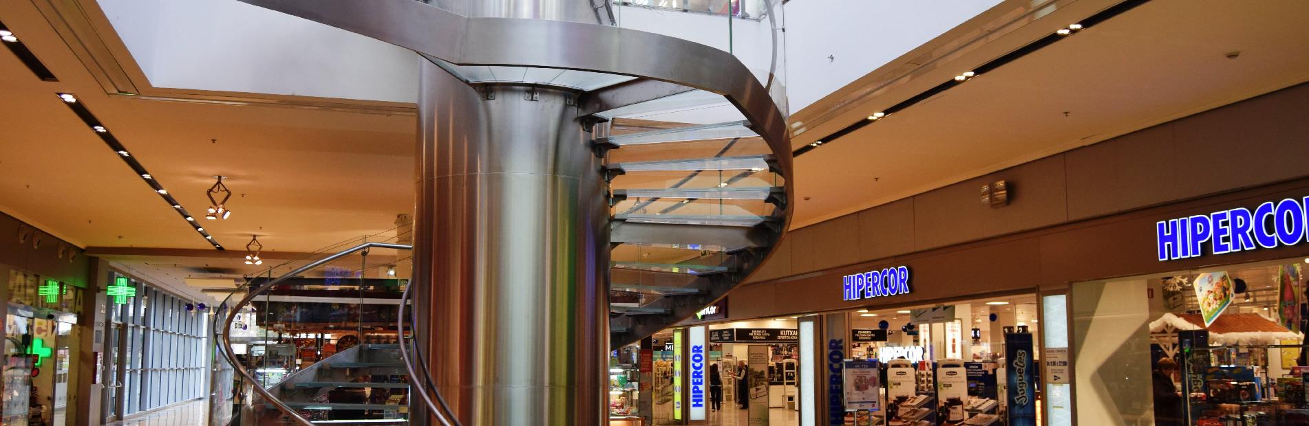 Cianco fabricó e instaló una escalera de acero inoxidable AISI-304 en el centro comercial Itaroa en Pamplona