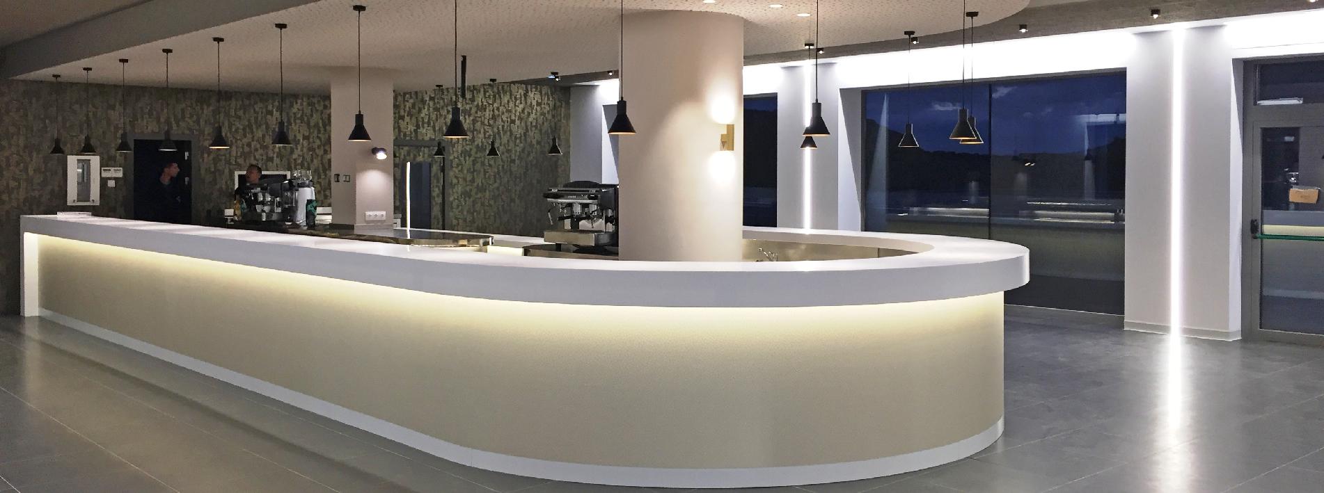 Cianco ha trabajado junto a Joaquín Chocarro en la fabricación e instalación de mobiliario de interior y barra curva de 26 m